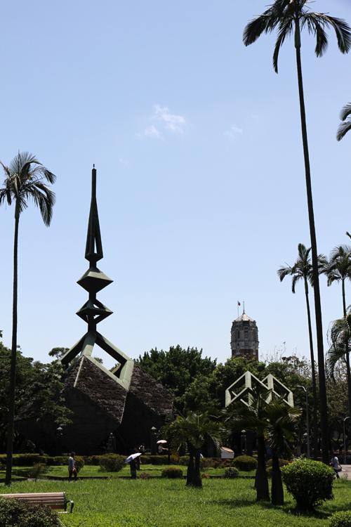 二二八和平紀念碑と総統府