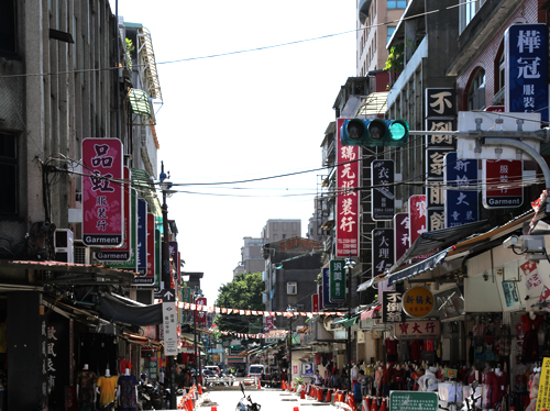 萬華駅衣料品街